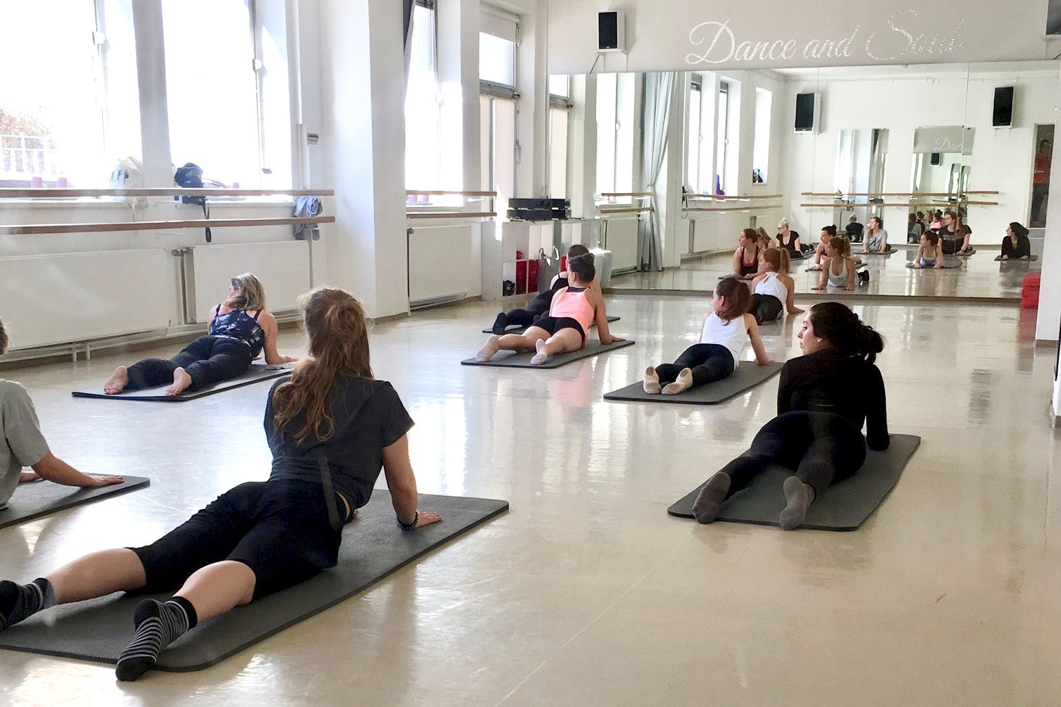 Dance and Soul, Ballettschule, Happy Stretch, Sylvia Weikert, Pasing, Bewegung, Freude