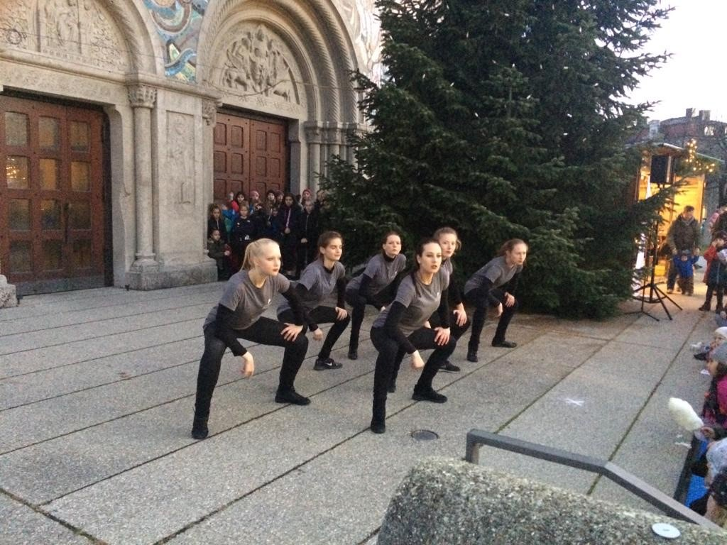 Dance and Soul, Performance Class, Auftritt Pasinger Christkindlmarkt 2018