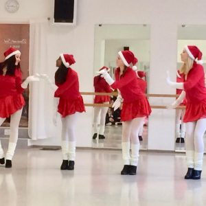 Dance and Soul, Pasing, Ballettschule, Burlesque, Show am Pasinger Christkindlmarkt, Advent